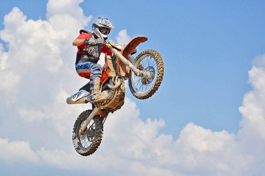 La faja es un elemento importante del uniforme de motocross